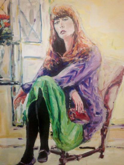 Jeune femme assise dans le fauteuil